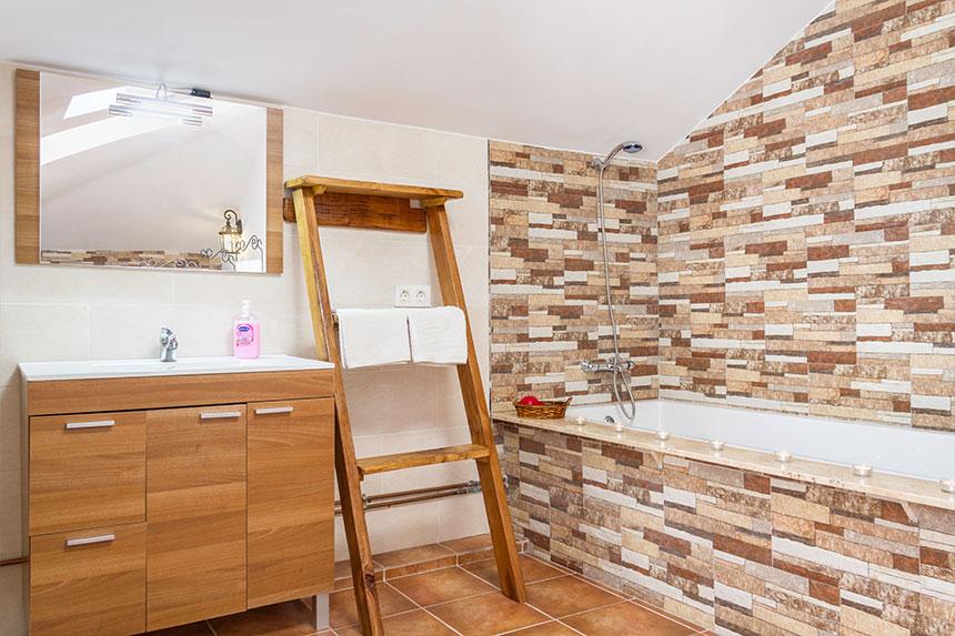 Habitación Avilés. Bañera